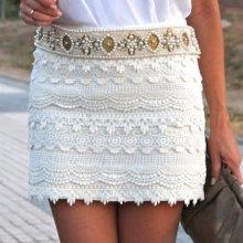 С чем носить кружевную юбку: модные советы
