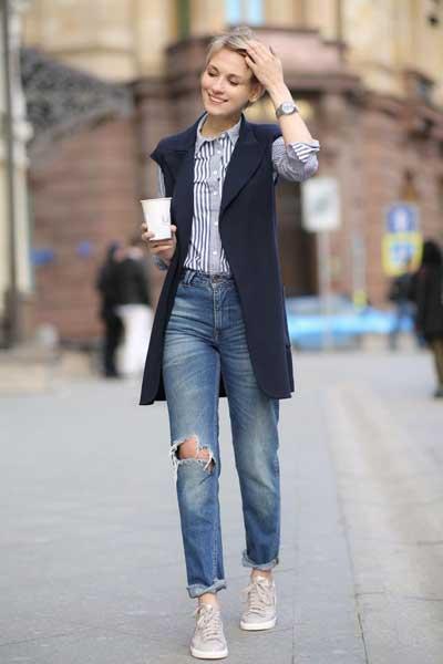 boyfriends-фото-джинсы-бойфренды-и-удлиненный-жилет