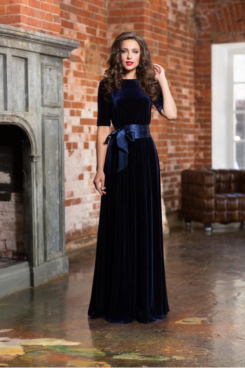 фото-длинное-синее-бархатное-платье.