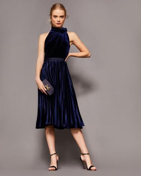 фото-синеее-бархатное-платье-модное-миди