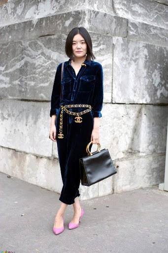 фото-синиее-бархатное-платье-костюм