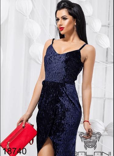 фото-синие-бархатное-платье-на-бретелях