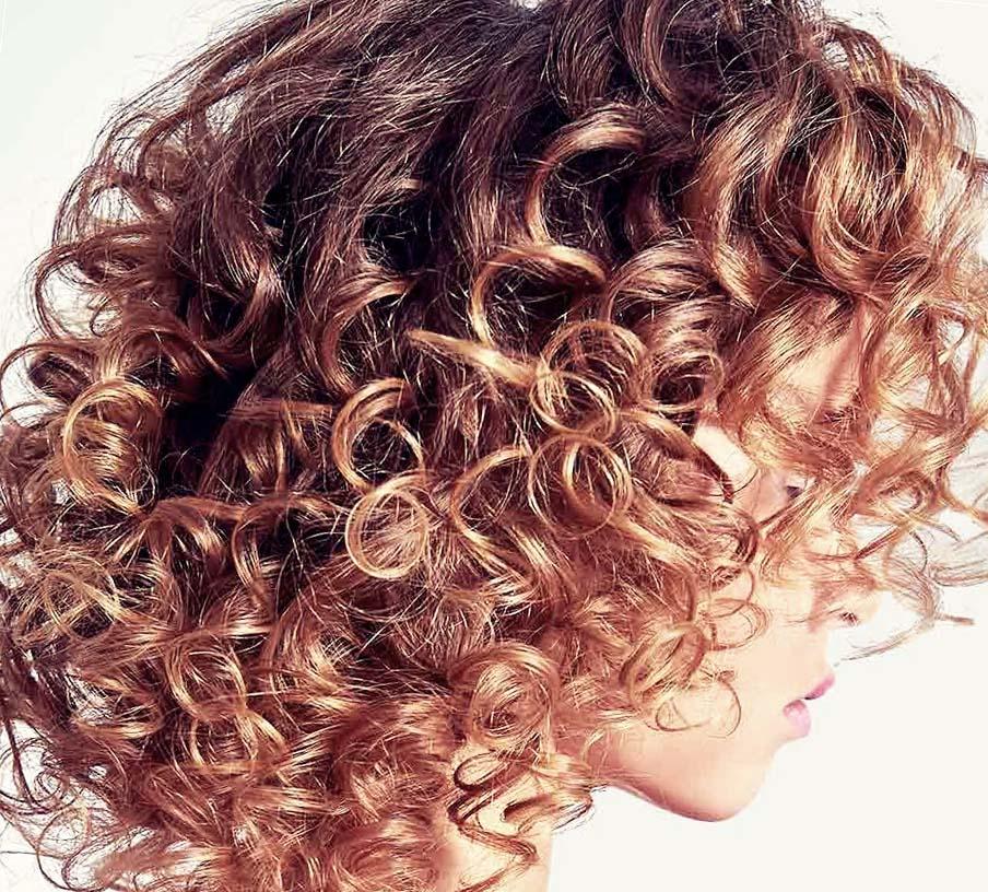 Тренд - кудрявые волосы.