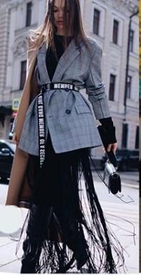 фото модный пиджак с вечерним платьем