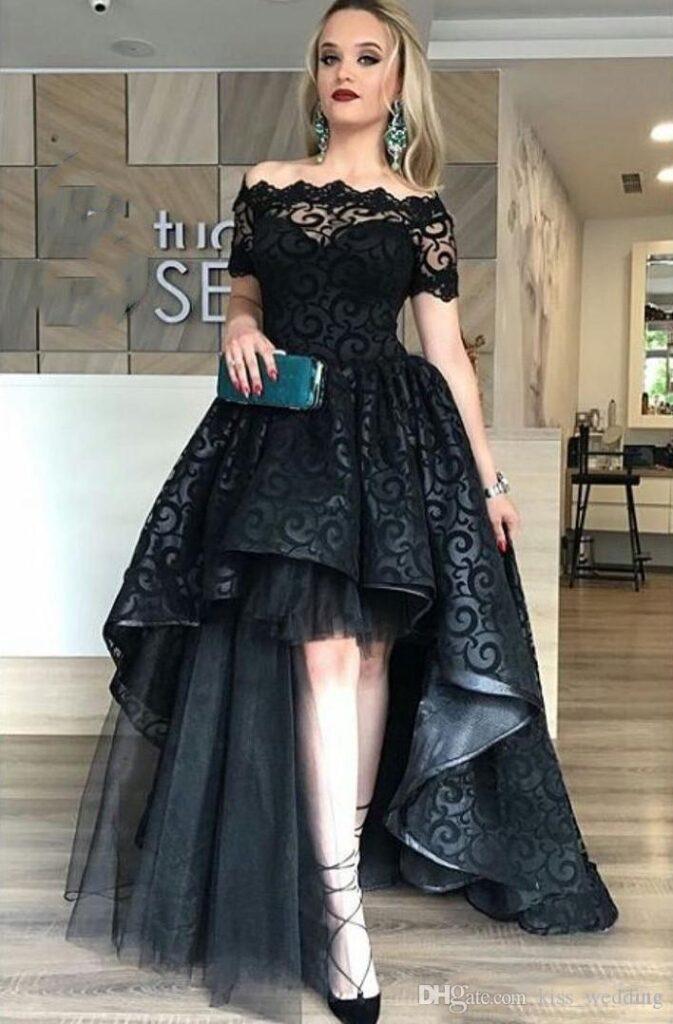 фото выпускное платье черное длинное с открытыми плечами