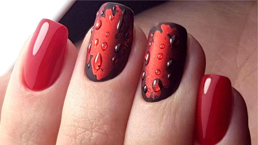 Красный матовый маникюр с капельками