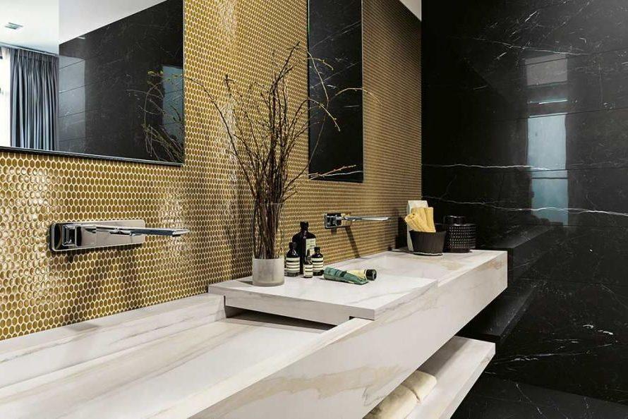 Ванная комната в нью-йоркском стиле с преобладанием мрамора