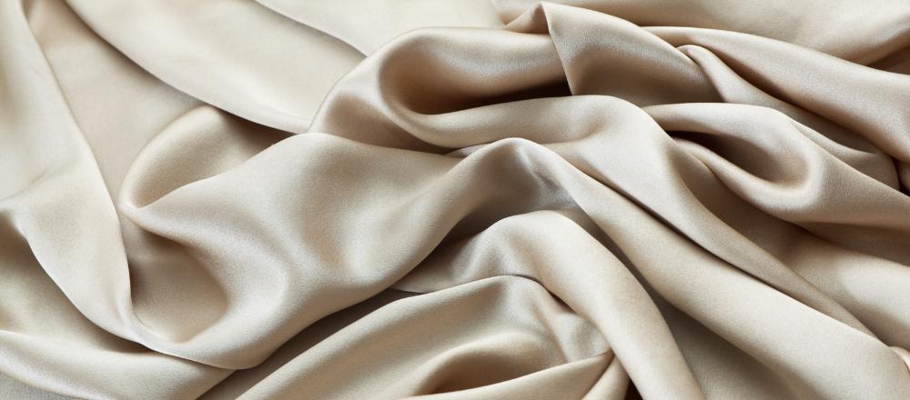 Как гладить шелк: проверенные способы и приемы