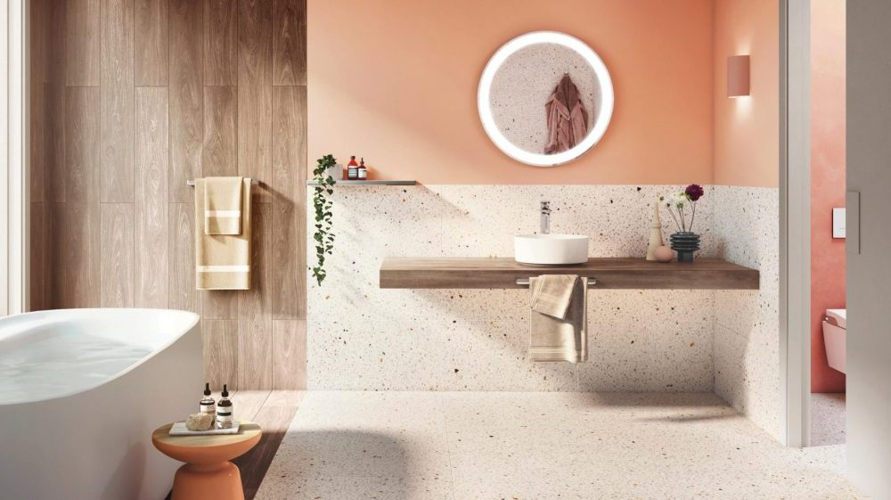 Ванная комната с плиткой терраццо различных размеров и цветов в 2021