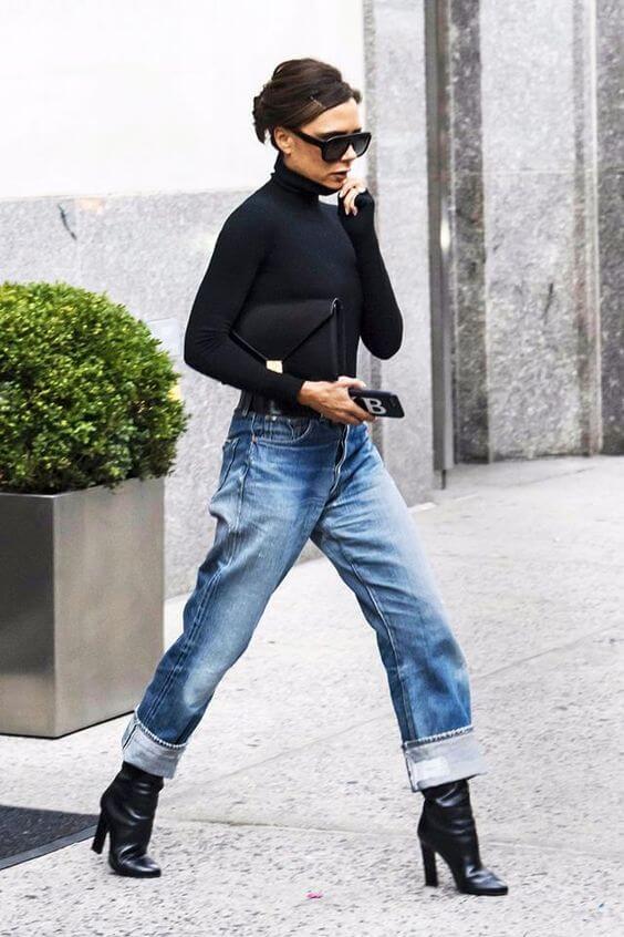 джинсы бойфренды с сапогами виктория бекхэм