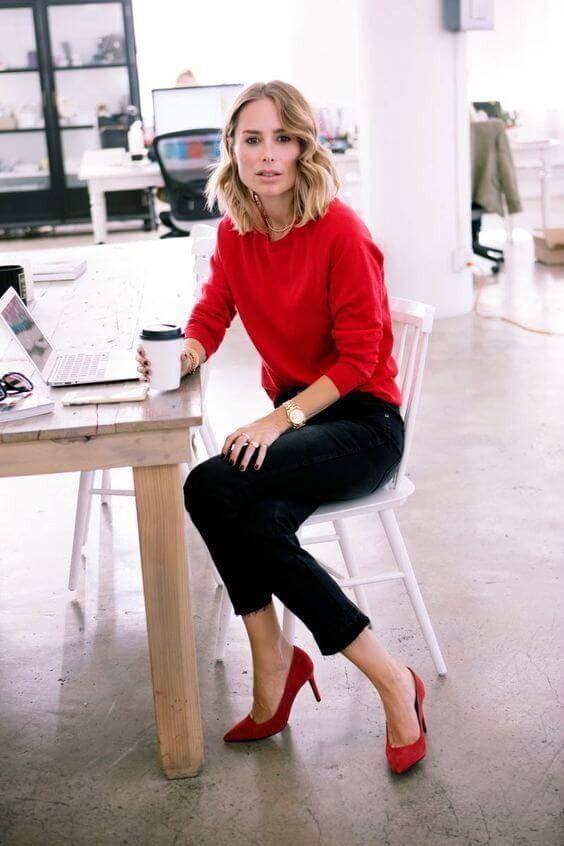 деловой стиль с красными туфлями