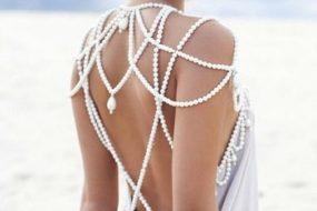 Лайфхаки как правильно носить платья с открытой спиной и плечами