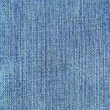 С чем носить голубые джинсы?