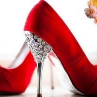 Красные туфли — с чем носить, где купить